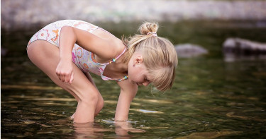 死亡率高達97%!女童游泳遭「食腦變形蟲」入侵大腦