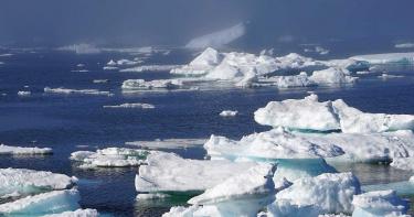 影片曝光!北極最大冰蓋斷裂 110平方公里流失入海