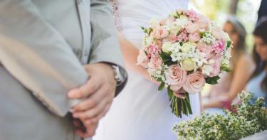 新婚15天不想活了!他駕車自撞輕生…嫩妻「3樓跳下」與尪團聚