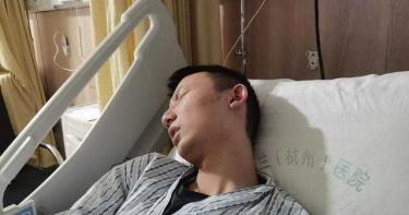 錯換人生28年!男子病情惡化去世 生父淚崩:他生前一口飯也吃不下去