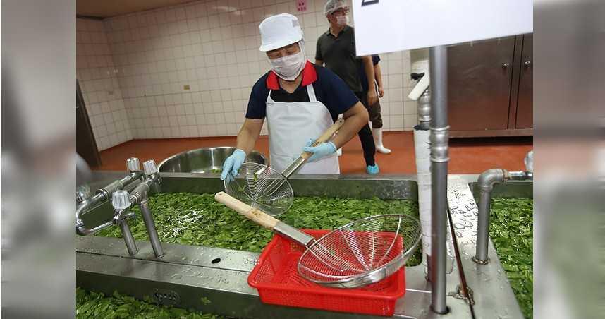 因應旱情,餐飲業者及一般民眾洗碗、洗菜,用水必須更為節省,但也引發消費者有「菜沒洗乾淨」的疑慮。(圖/報系資料照)