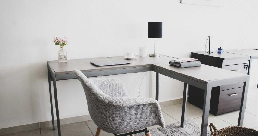 英政府花費3.8億元 只為安排公務員在家上班的「辦公家俱」