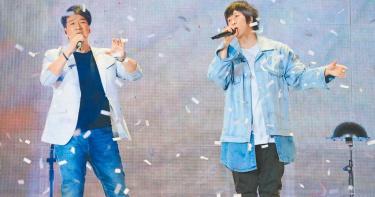 五月天台南開唱 周華健助陣!拒安可原因笑翻歌迷