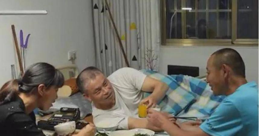 前夫癱瘓!女子帶他改嫁「與現任尪生活」 無私照顧16年
