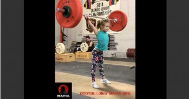 影/真的有神力!7歲女童「全世界最強」 舉重80公斤網跪看