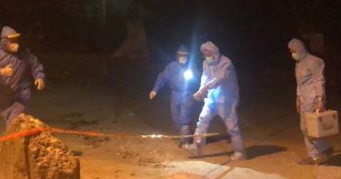 小琉球沙灘上驚見豬屍 海巡人員著防護衣掩埋焚燒急消毒