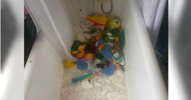 辛苦搶18包衛生紙!一回頭...小孩「全丟浴缸泡爛」好開心 媽崩潰
