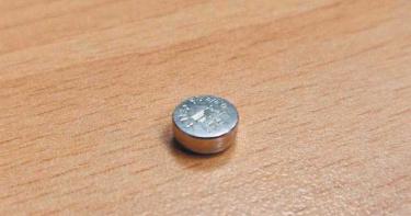 3歲女童誤食鈕扣電池「灼燒喉嚨+心臟」!手術3週後仍不幸離世