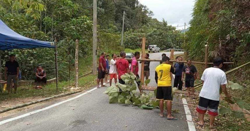 原住民配合政府管制令 樹幹打造柵欄禁止外人入內