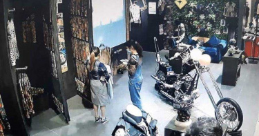 趁周年慶偷絕版品送男友 女賊想「換貨」遭識破被逮捕