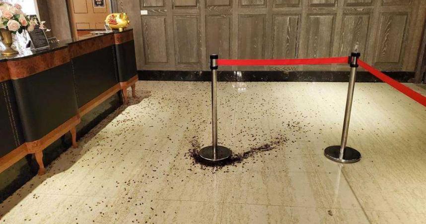 警察局長聚餐遭砸場!千隻小強滿地亂竄 警方「全市圍捕」5蟑螂怪客