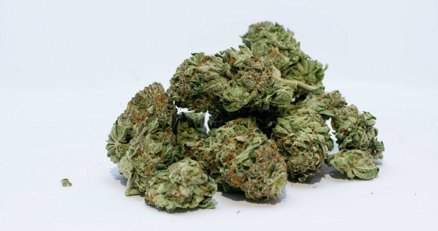 搭地鐵傳訊毒販購買大麻 倒楣男子沒注意「法官」就在身邊