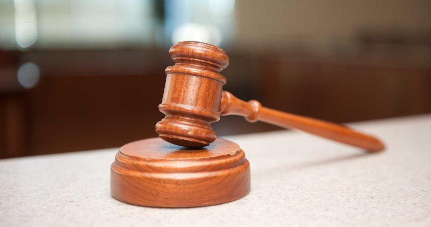 不服離婚判決!恐怖男衝法院「拖走主審法官」 剔骨刀猛插左胸捅死他