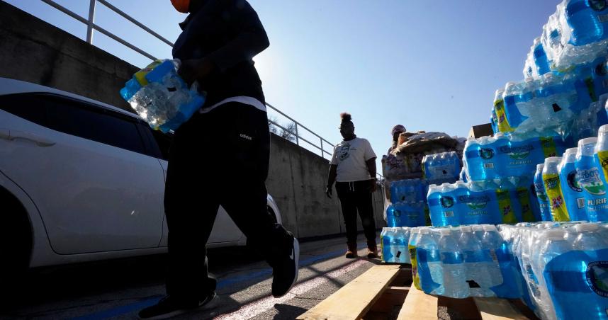 暴風雪肆虐美國數百萬人陷缺水危機 德州首府管道爆裂損失3.25億加侖水