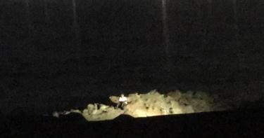 基隆潮境公園2名釣客落海「1人下落不明」!消防隊急搜救中