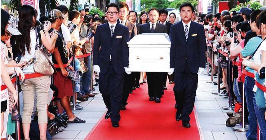 大亨曝生不如死3/拚事業轉移罕病之苦!父推動殯葬價格透明化 他更讓從業人員「有尊嚴」