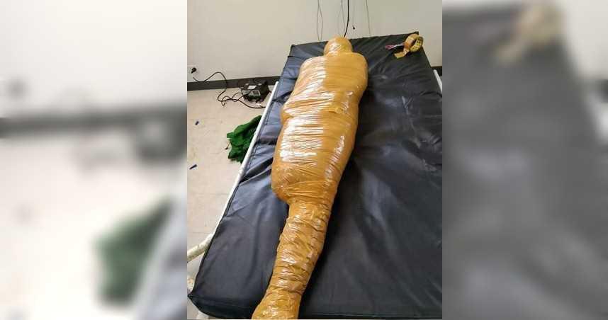 男車禍亡「全身膠帶捆成木乃伊」 醫院:怕病毒散播