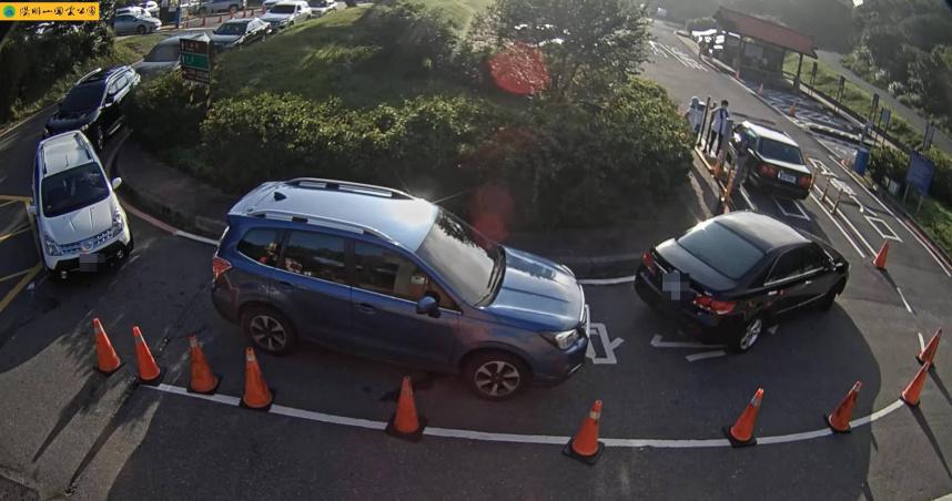 全台景點塞爆了!陽明山停車場一位難求 家人下車玩…駕駛苦等好心酸
