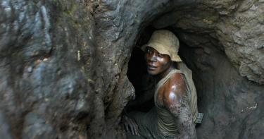 用剛果童工挖鈷致死或殘 蘋果、微軟等5大科技公司挨告