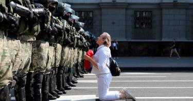 白俄羅斯示威民眾突破10萬!140人遭警逮捕 17外國記者證被撤銷