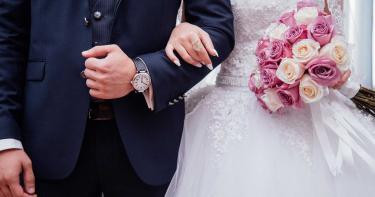 結婚當天簽「不偷吃」宣言 人夫劈腿多女豪宅拱手讓妻