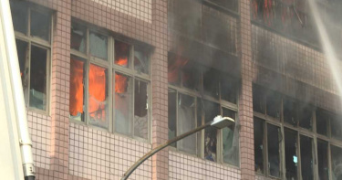 醫家大火/一家5口葬身火窟 關鍵:木造裝潢+內部正裝修+鐵窗卡死