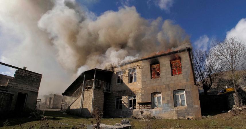 亞美尼亞割地換停戰 當地居民「親手燒毀家園」離去