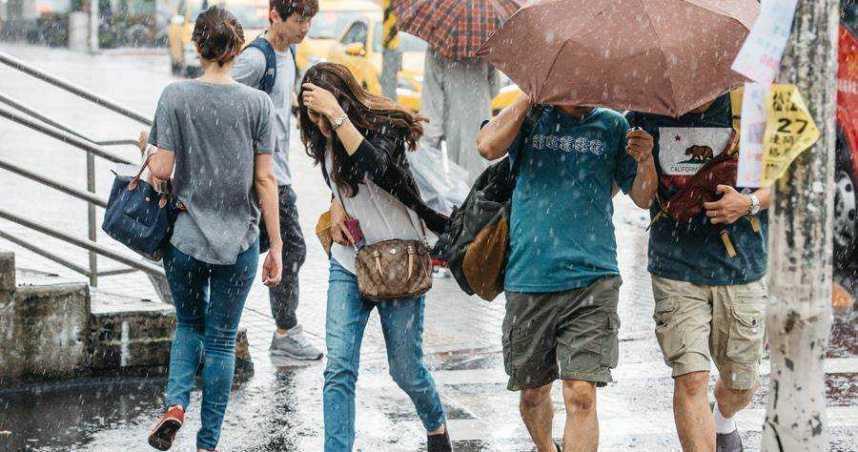 今悶熱高溫30°C↑ 周三鋒面報到「降雨熱區曝」!周末再變天