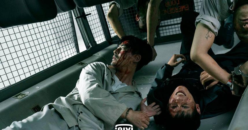 周渝民翻車戲「驚險畫面曝光」  倒吊腦充血狂爆冷汗