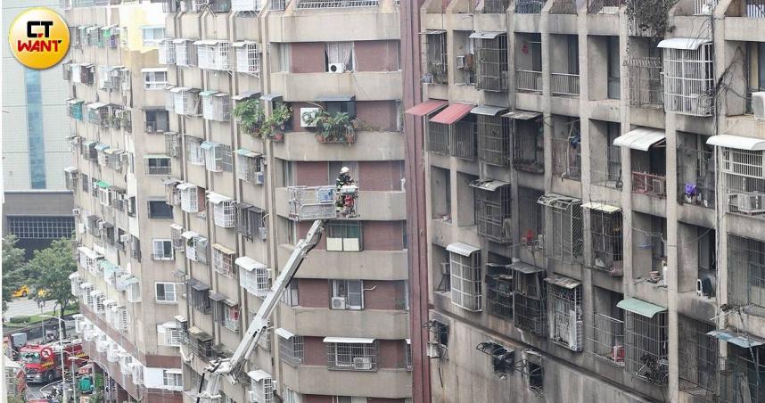 陳其邁90度鞠躬道歉 城中城惡火燒出危老都更問題