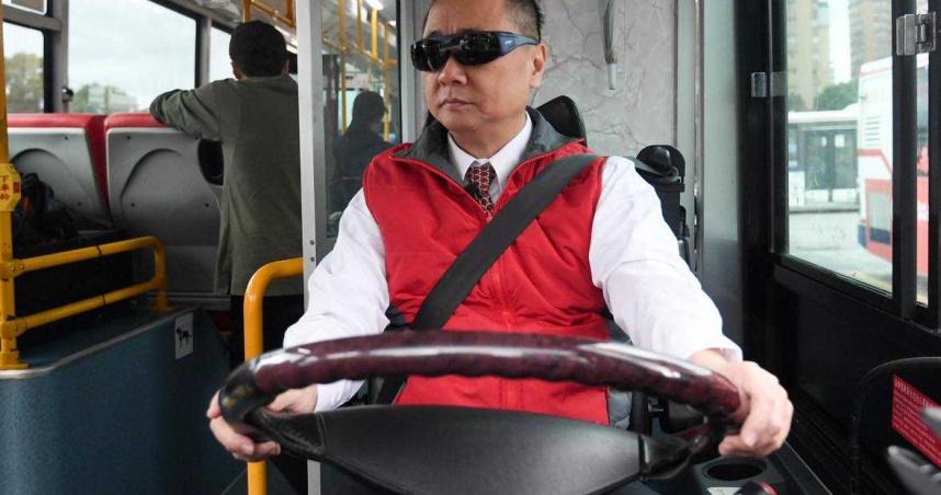 為了「一日系列」犧牲奉獻 邰智源花9個月考取公車駕照