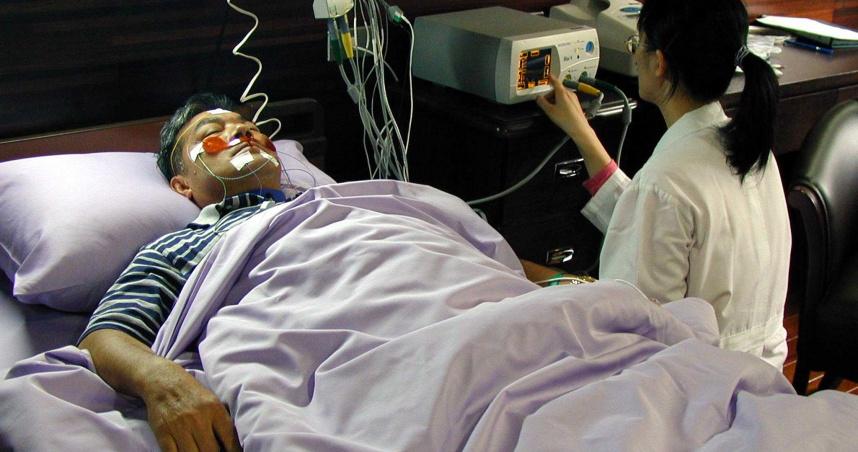 睡到一半吸不到氣驚醒 52歲牙醫長期血壓飆高