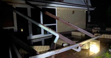 熱帶氣旋塞洛亞強襲澳洲!3萬住戶斷電…他大驚:我家屋頂被掀了