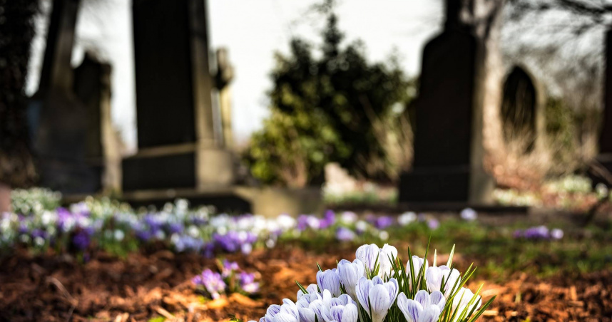 才下葬1天!14歲少女「遺體遭挖出凌辱」 父母崩潰痛哭