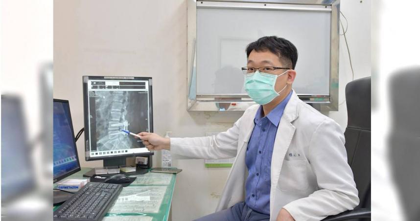 男子從屁股痠麻到腳趾 復健也無用!醫師看X光片直呼「這裡滑掉了」