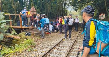 阿里山小火車倒退嚕搶救登山客 傷者送醫仍不治