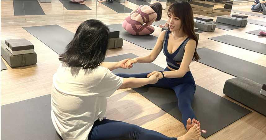朱蕾安揪媽媽做瑜伽過母親節 曝生子計畫努力中