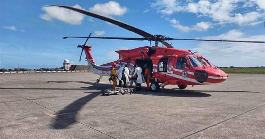 台東女公務員會勘水源地 意外跌落50米深溝空勤直升機馳援
