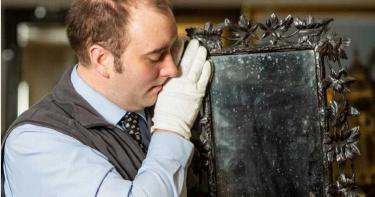 鏡子掛廁所40年!過去主人竟是「法國瑪麗皇后」 專家大驚:曾被拿破崙購買