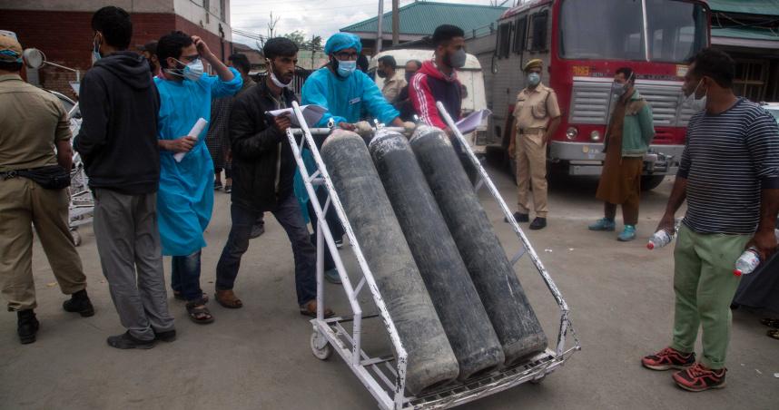 氧氣瓶不足造成63死 印尼政府下令加快生產