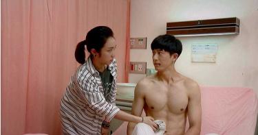 梁舒涵「第一次摸男人胸肌」 誇邱昊奇硬硬的