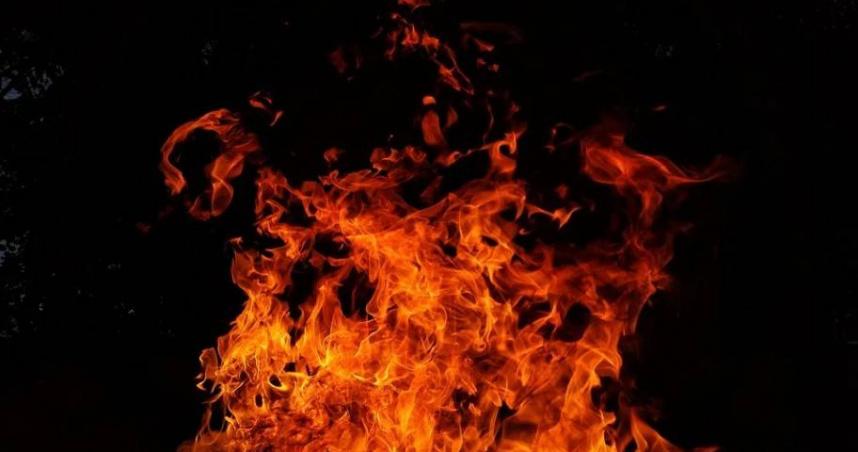 彰化紙廠大火…移工聽聞「救命」聲折返火場 拖出斷腿員工抱頭痛哭
