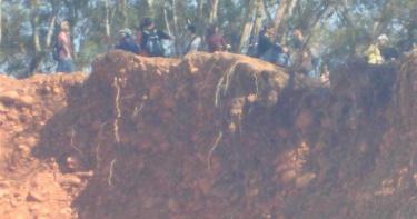 拿命開玩笑!火炎山懸崖吸引山友造訪 地質鬆軟易崩