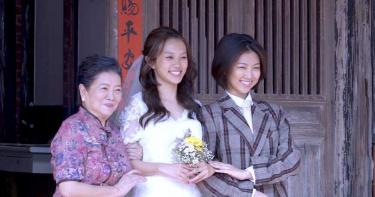 淑芳阿姨暖心慰留 揪「她」一起拍婚紗照