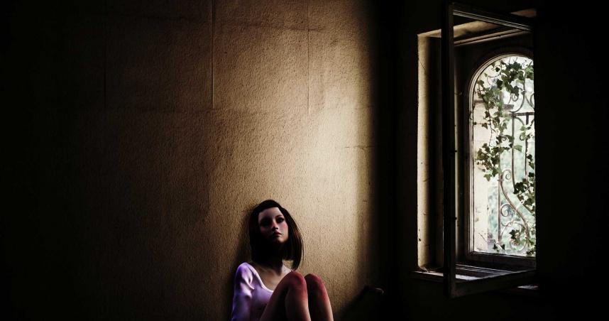 看屋慘遭房東囚禁性虐15小時 18歲少女渾身鮮血逃出
