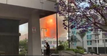 洛杉磯「小東京」爆炸聲響 多棟建築嚴重大火!判定重大緊急事件