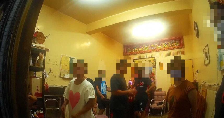 深夜群聚神壇問事求保庇 11男女被抓求「可否罰幾個當代表?」