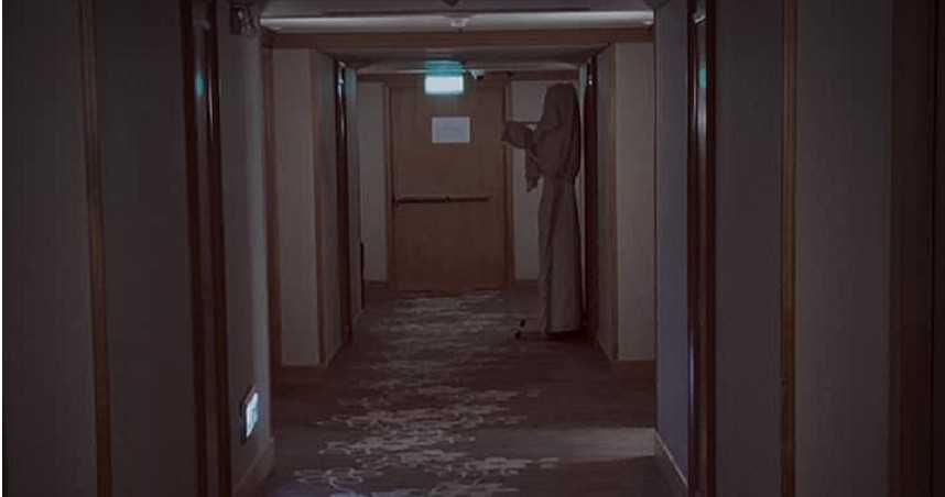 嚇到挫尿!住飯店驚見「鬼修女」站房門口…視線一掃沒有腳
