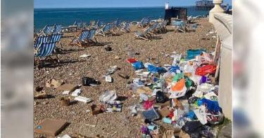 英國全面解封前夕 無良遊客湧入海灘留下滿山遍野的垃圾