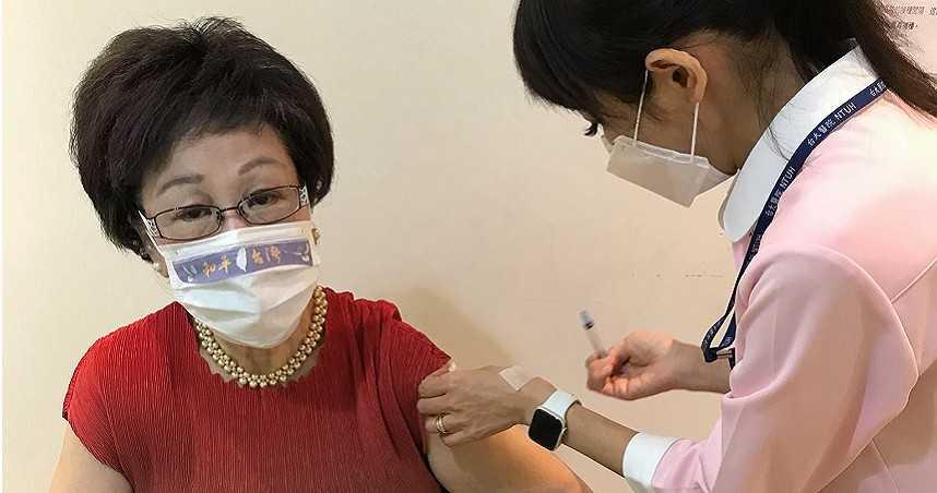 搭橋採購疫苗遭忽視 呂秀蓮:陳時中不接電話有貓膩